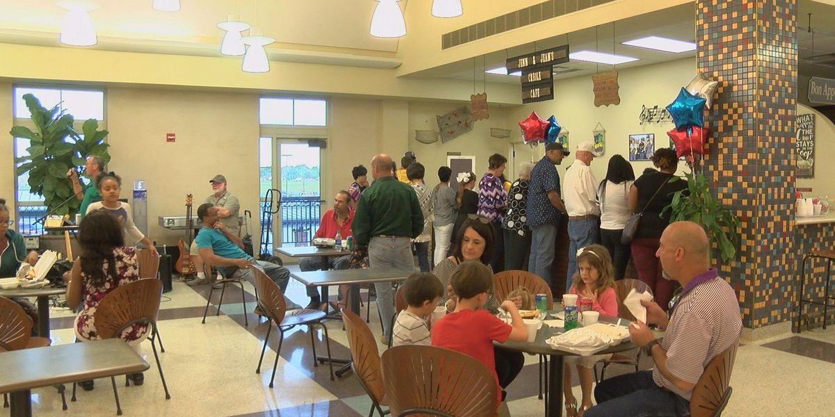 Lake Charles Regional Airport opens new restaurant