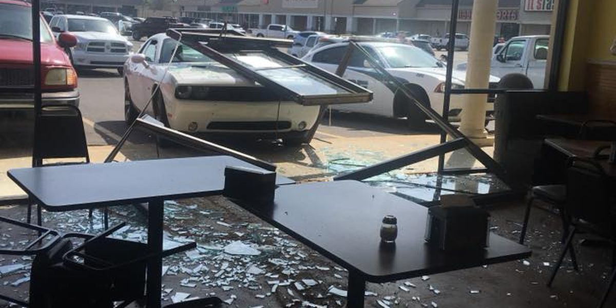 Car smashes into Fox's Pizza in Leesville