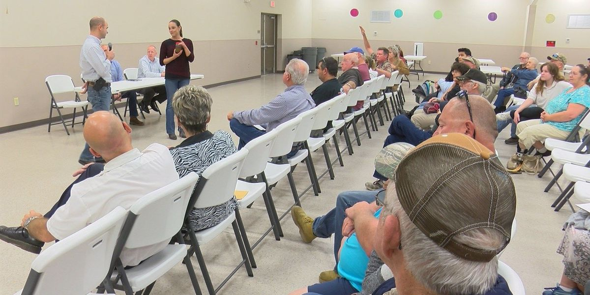 Country Pines residents discuss high water bills with water company
