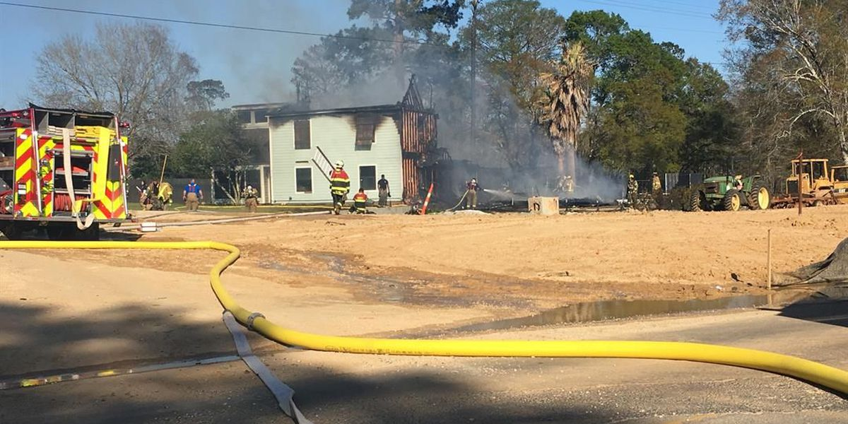 Multiple agencies respond to house fire in Moss Bluff