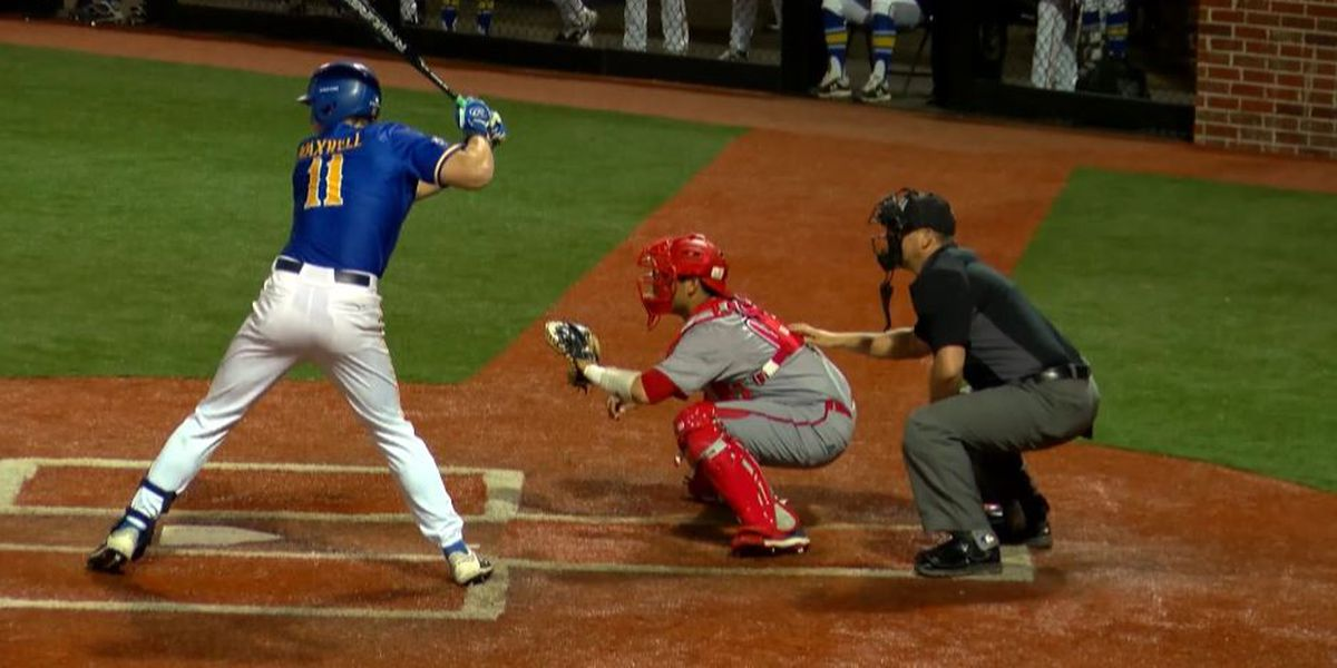 Cowboys drop slugfest to rival Cajuns, 16-10