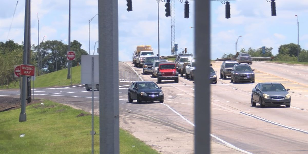 Newly added traffic lights along Hwy. 171 get mixed reaction