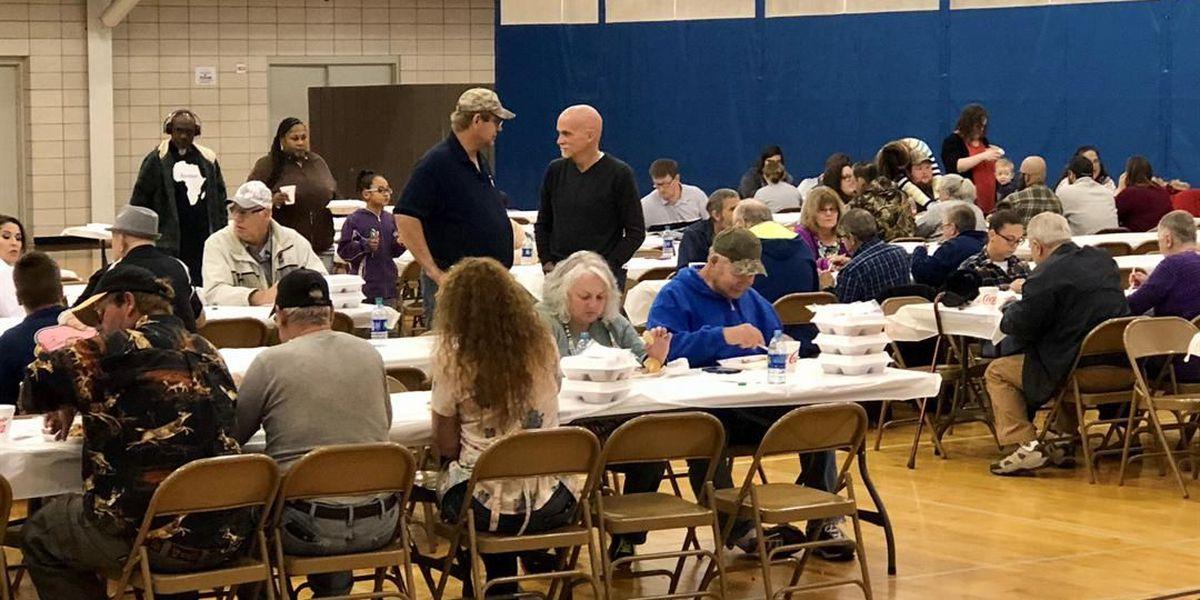 Volunteers serve Thanksgiving dinner at Sulphur recreation center