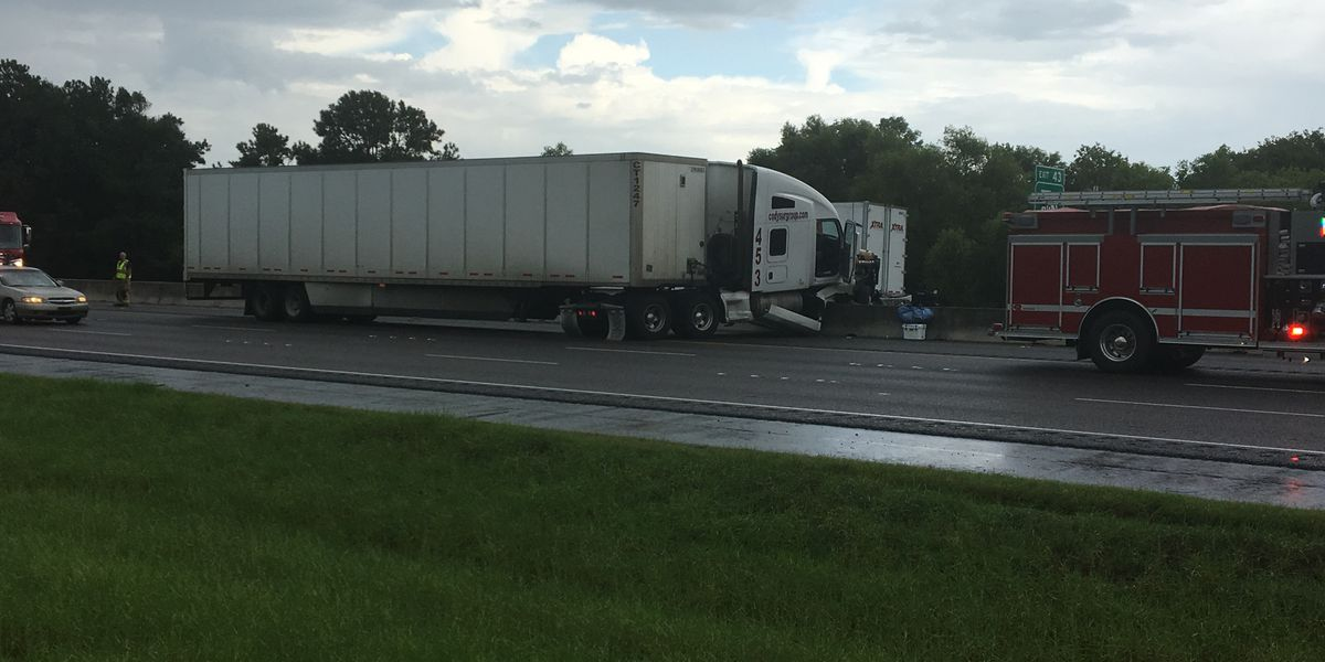 FIRST ALERT TRAFFIC: Two wrecks on I-10 near Iowa