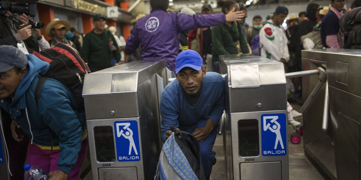 Hundreds of migrants leave Mexico City headed for border