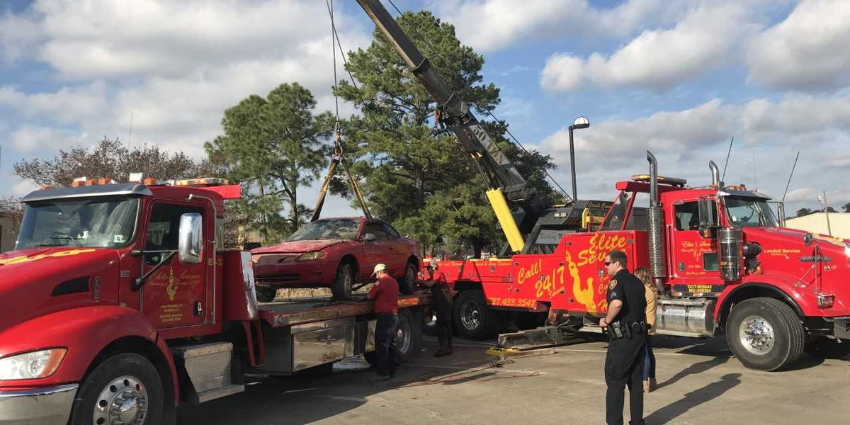 VIDEO: Car recovered from Contraband Bayou near Common Street