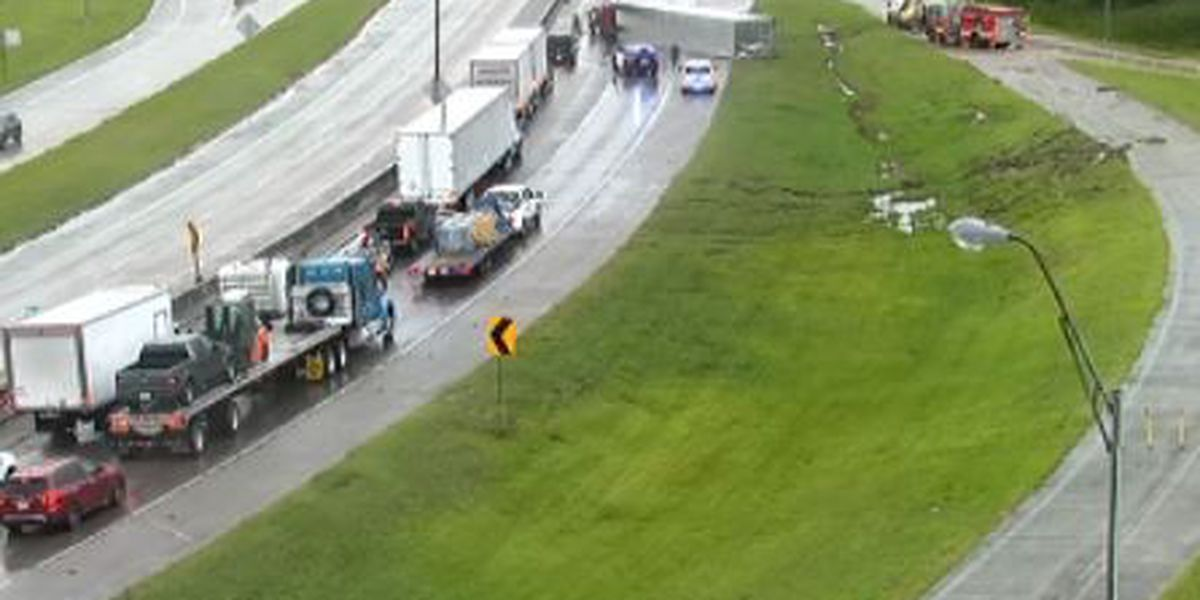 FIRST ALERT TRAFFIC: I-10 W closed at 171 following tractor-trailer accident