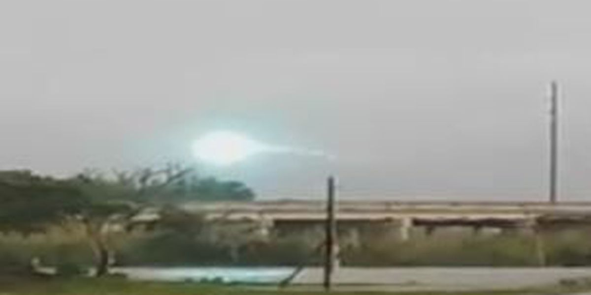 CAPTURED ON VIDEO: Light display in Sulphur as high winds cause power lines to touch