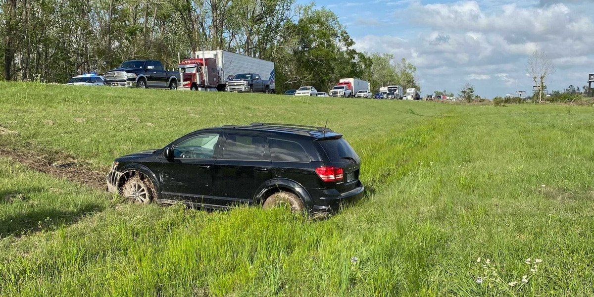 Juvenile in custody after police chase begins in Texas, ends in Vinton