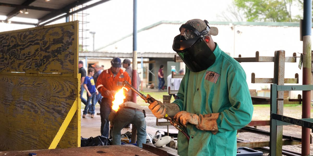 ABC Pelican Chapter hosts annual welding and small engine craft competition