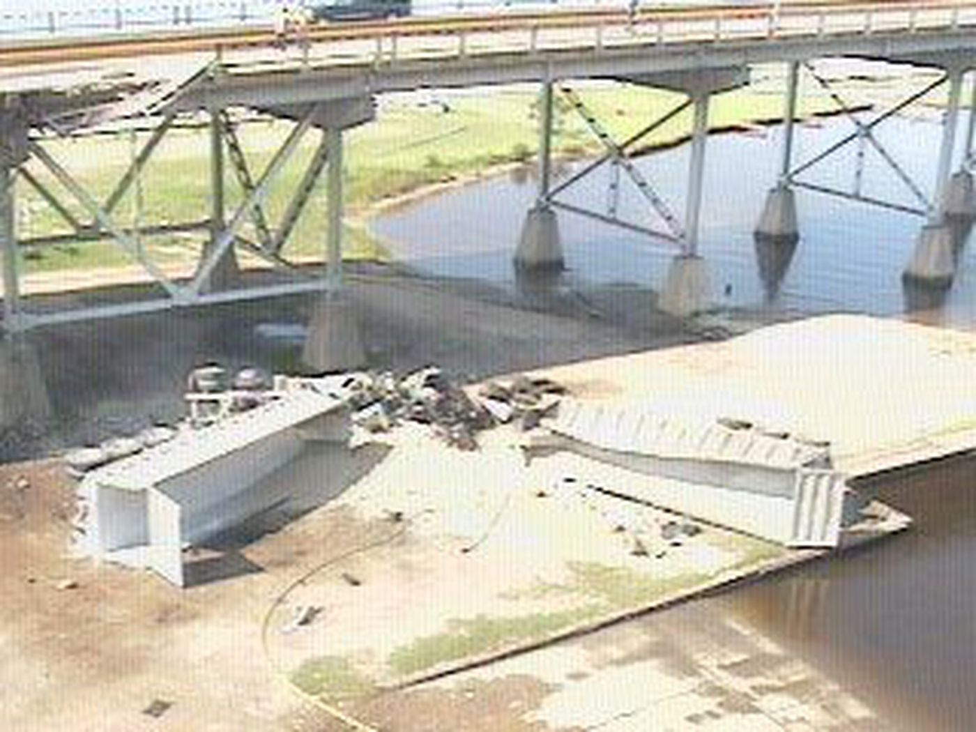 One dead in 18 wheeler accident on I-10 bridge