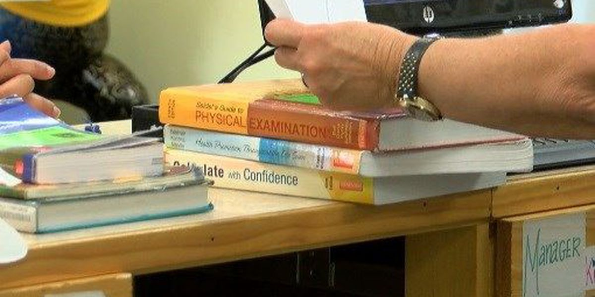 College textbook alternatives being considered to reduce student spending
