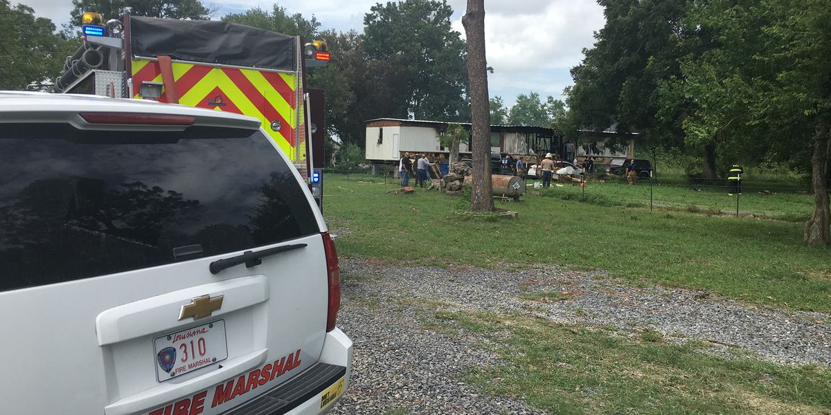 Iberia Parish deputy killed in mobile home fire in Erath, another injured