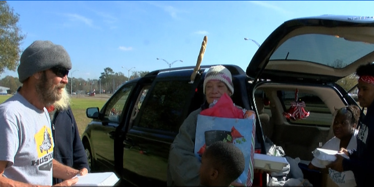SWLA Lyft drivers dish out meals and gifts to those in need on Christmas Eve