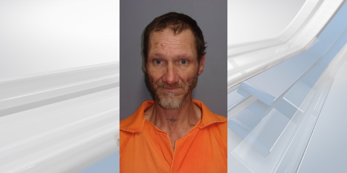 GRAPHIC WARNING: Man accused of killing parents dies in jail