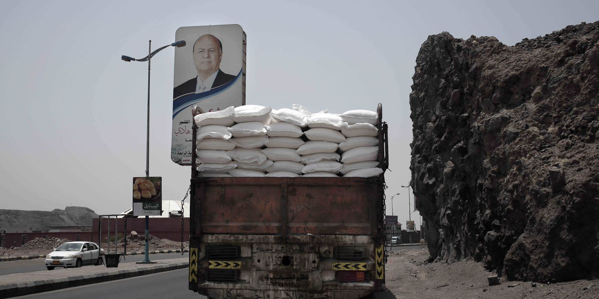 UN threatens to slash Yemen food aid over theft by rebels