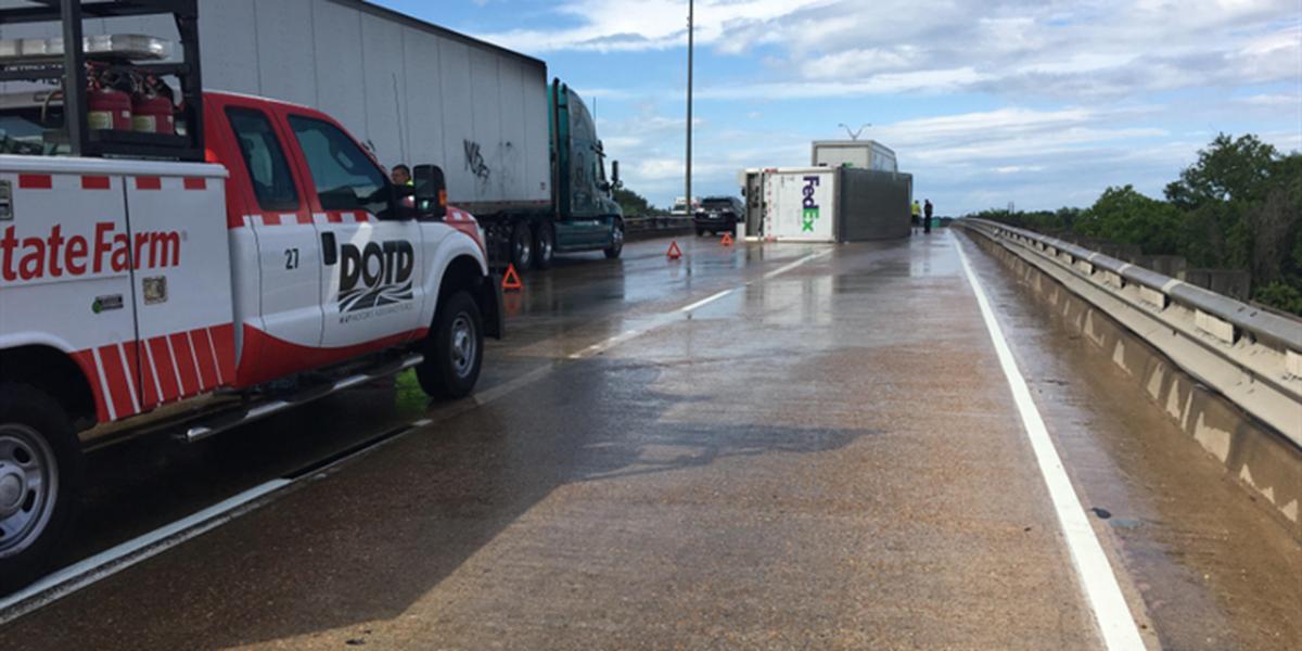 LCPD: Avoid I-10 EB near Opelousas Street due to overturned 18-wheeler