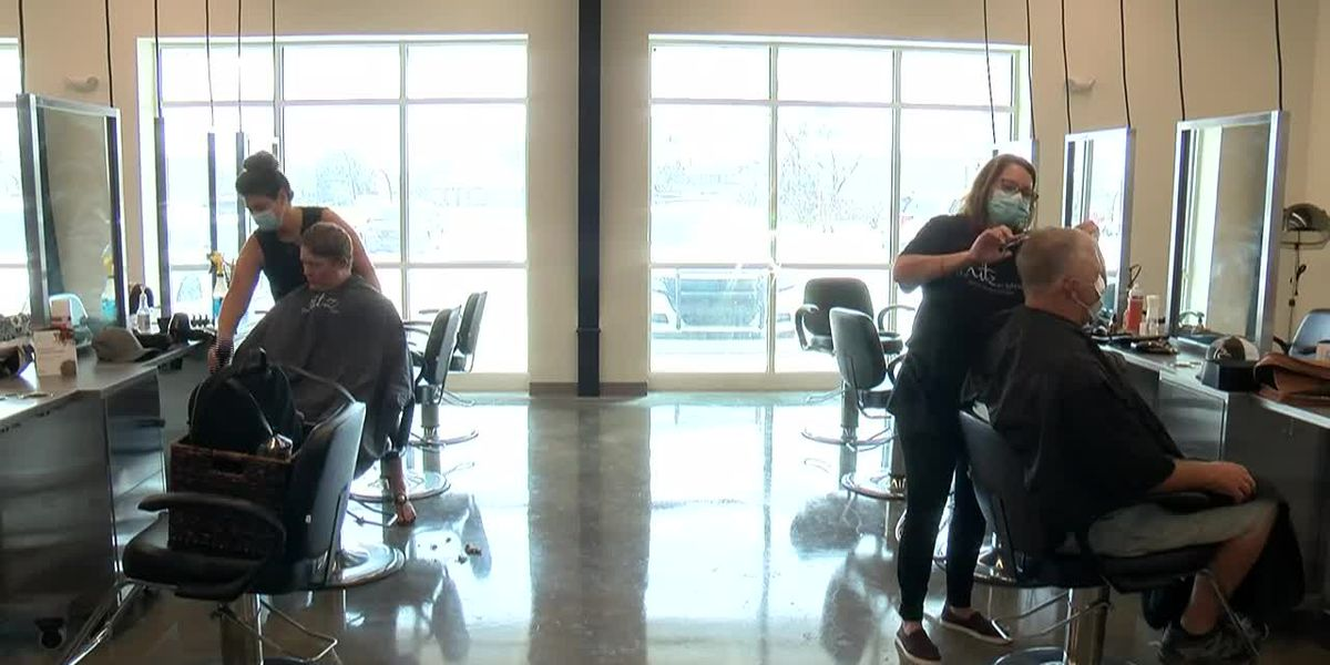 Hairstylists thank first responders with free haircut