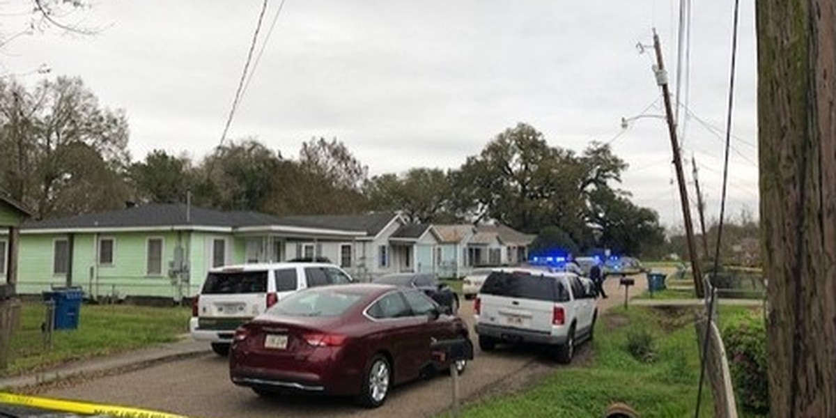 Man shoots woman, carjacks 3 vehicles, crashes into pond in Louisiana