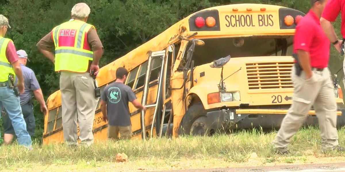 Driver dead, 8 children injured in school bus crash in Benton County, Miss.