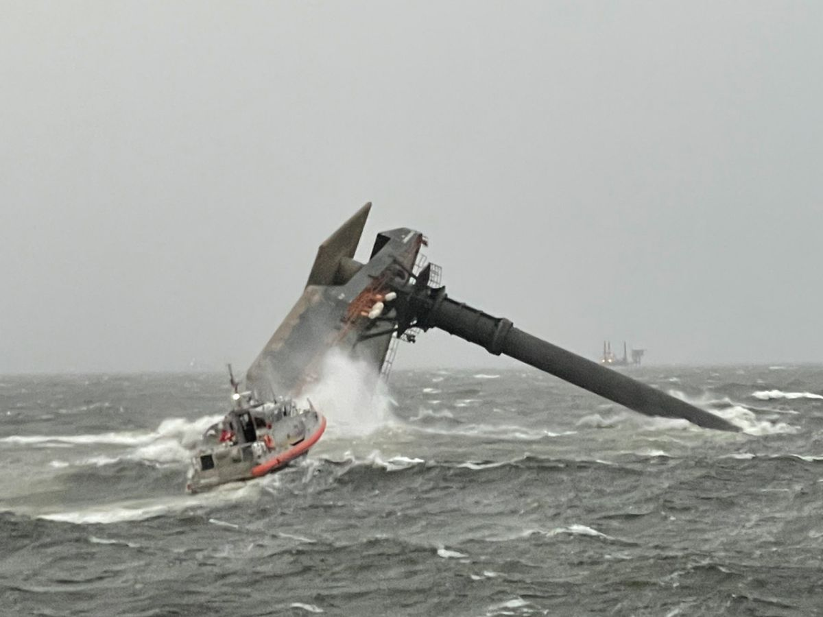 Divers to examine capsized lift boat off La. coast