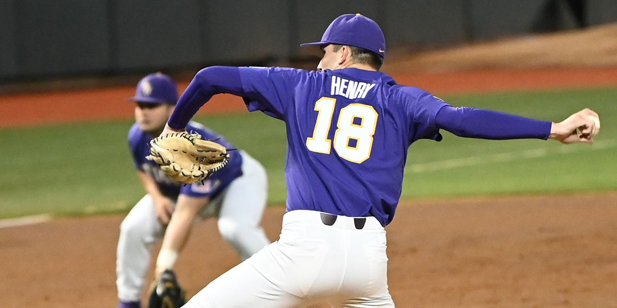 3073dfdca948 No. 10 LSU rebounds to rout No. 25 Florida in Game 2