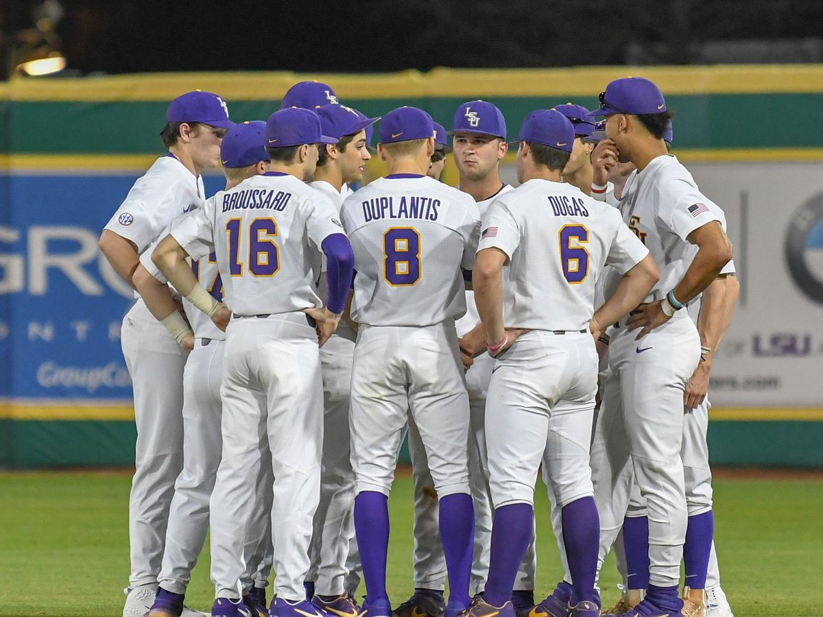 LSU baseball faces Southeastern on chilly, rainy day