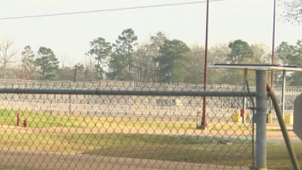 Federal prison employees working without pay discuss government shutdown