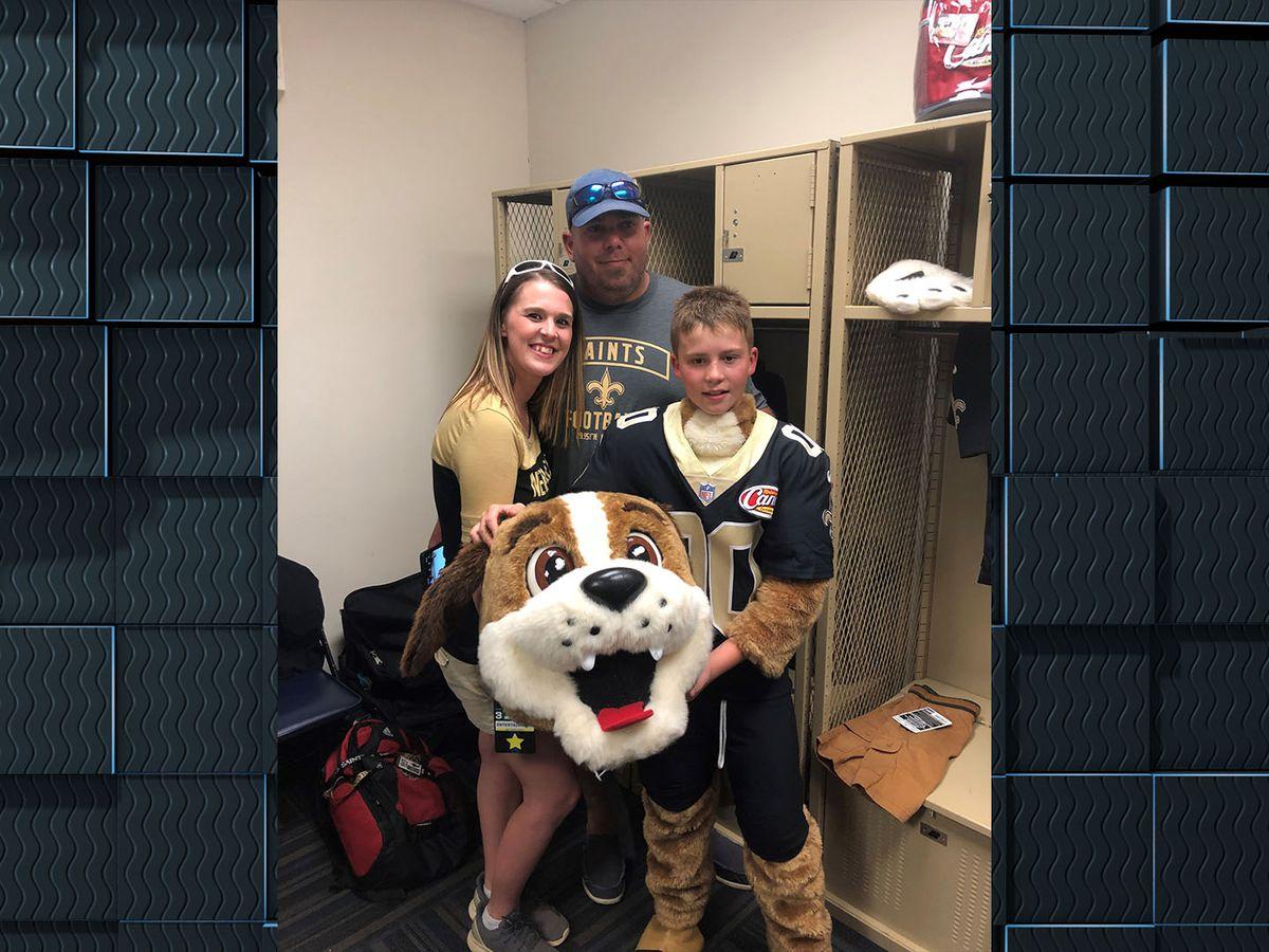 Singer 6th-grader serves as junior mascot during Saints vs. Texans pregame