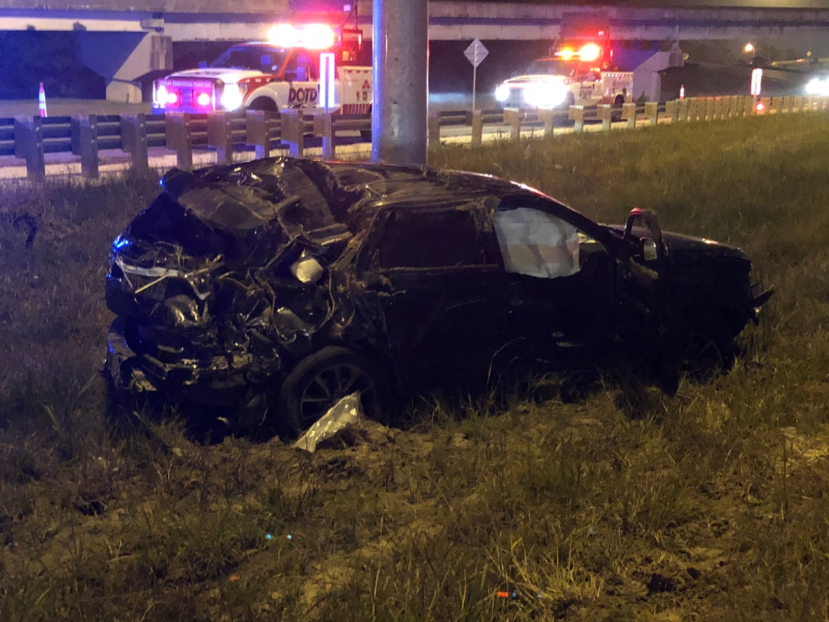 Vehicle hits pole, causes traffic on I-210 WB near E. Sulphur