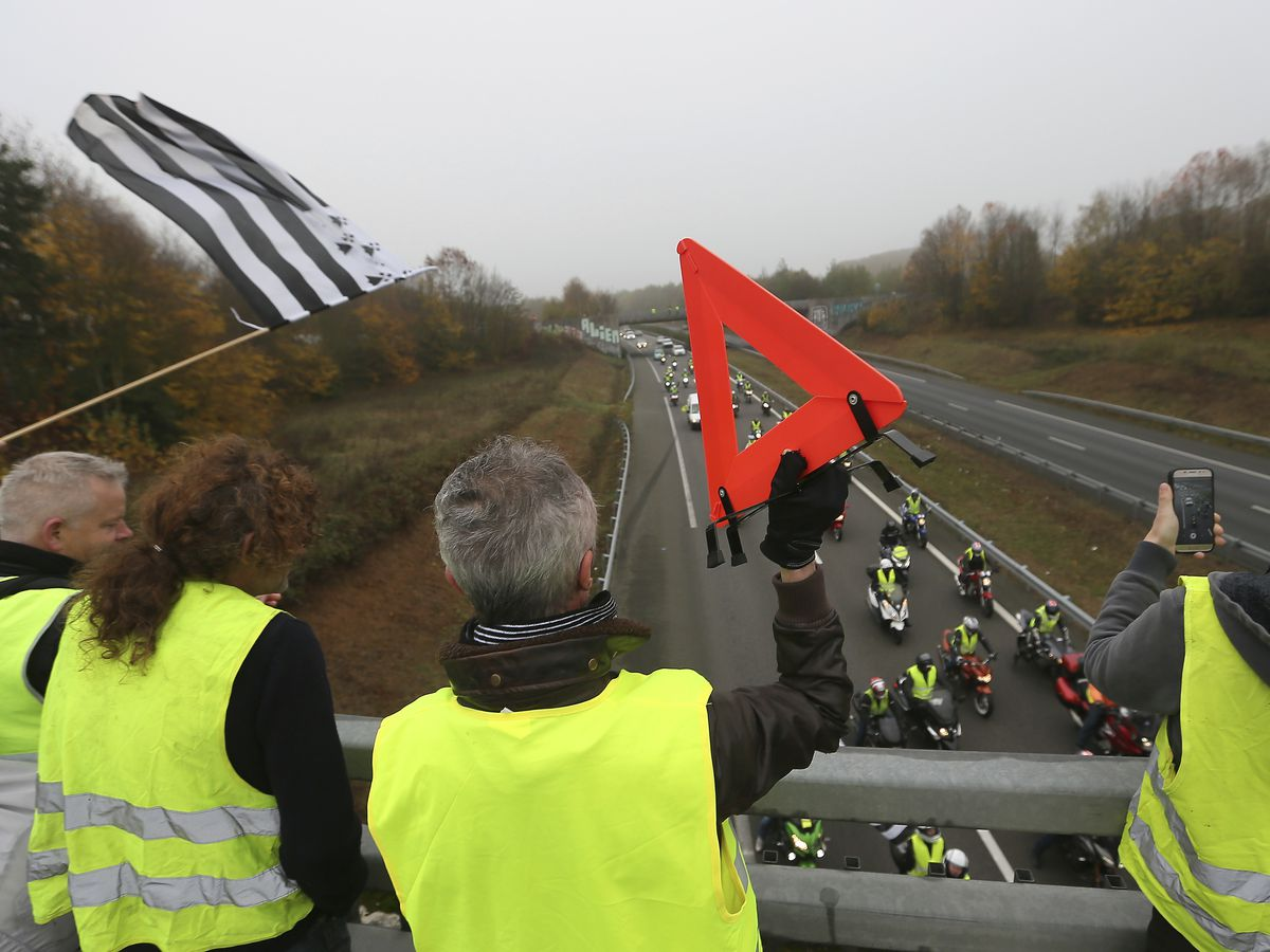 The Latest: 1 killed, 47 injured in France gas protests