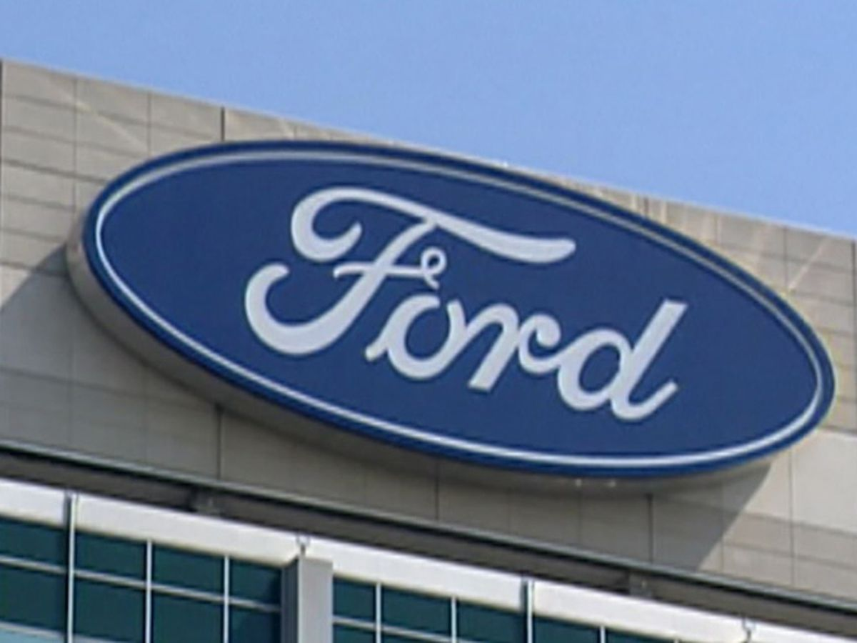 Ford sees twisting road ahead, cuts 7,000 white-collar jobs