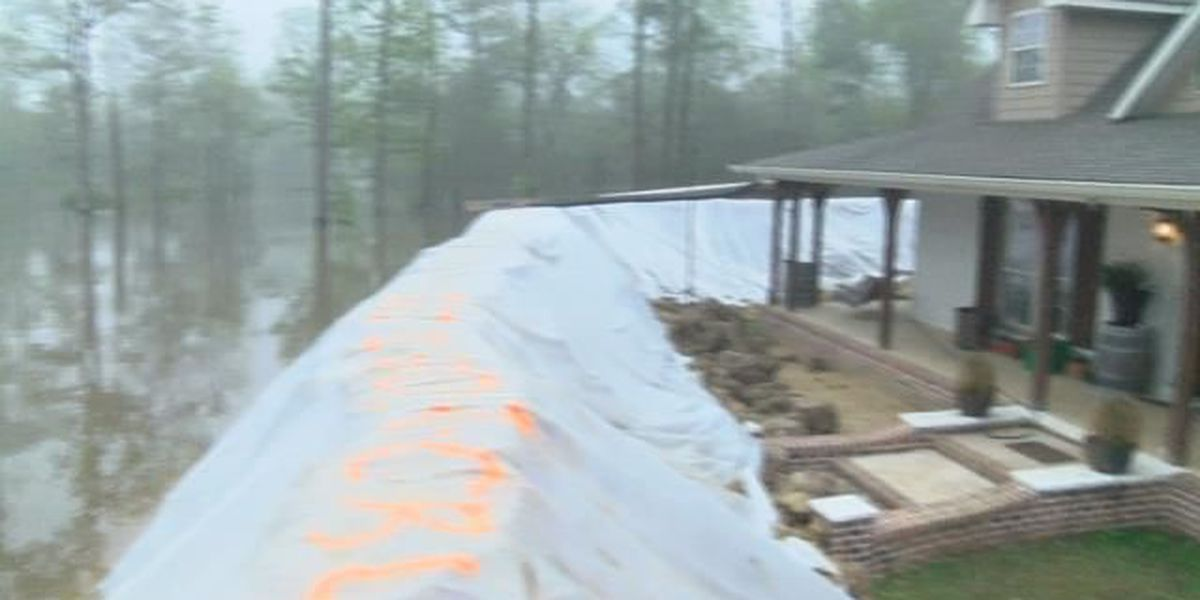 Niblett's Bluff resident builds levee around his home - and it's working!