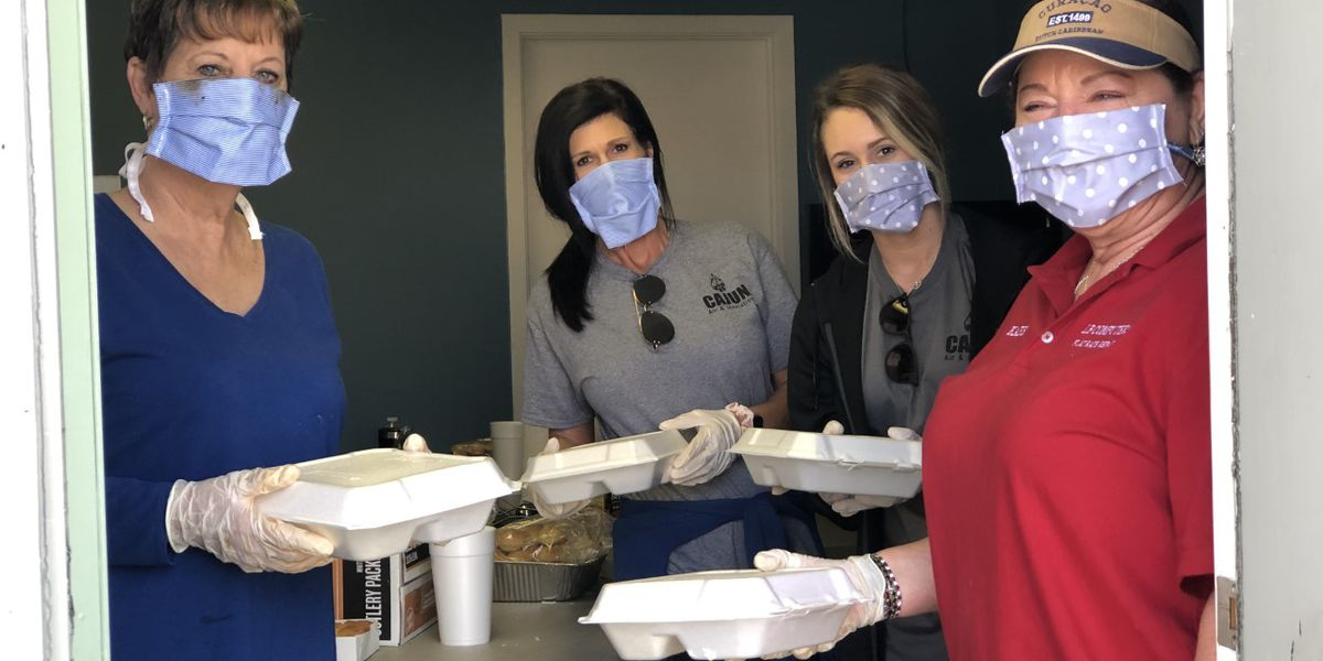 Local businesses give out 2,000 free lunches to the public