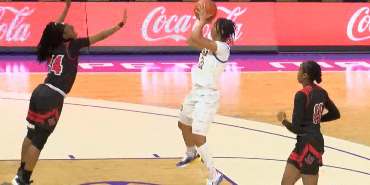 Davis makes first start, scores 13 in LSU's 62-57 win over UL Lafayette