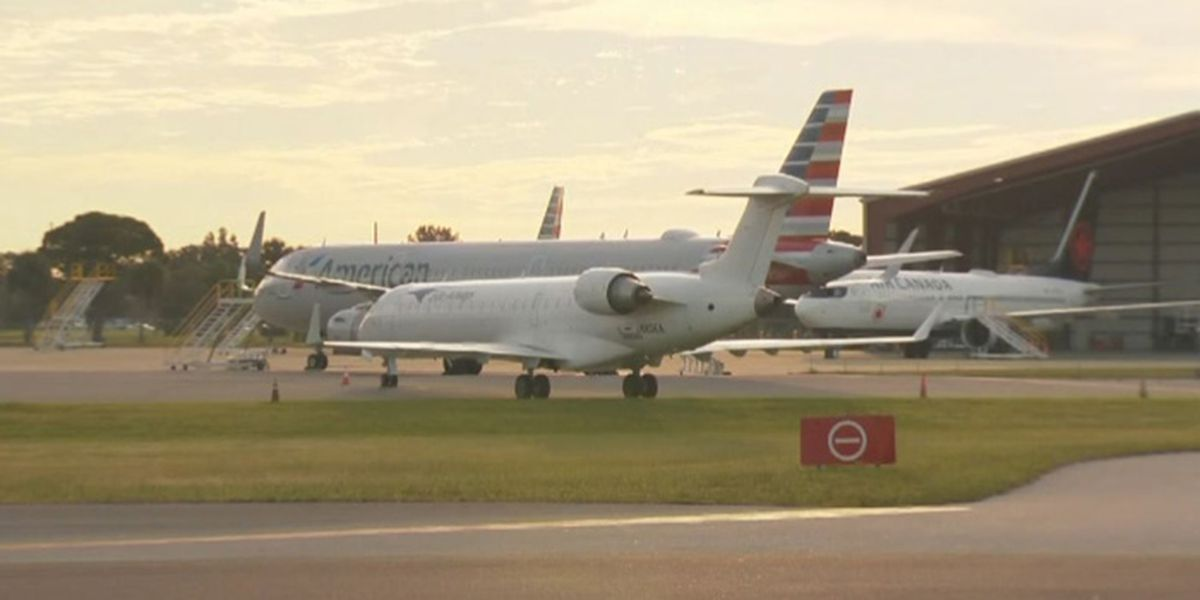 Student pilot hops airport fence, boards American Airlines jet