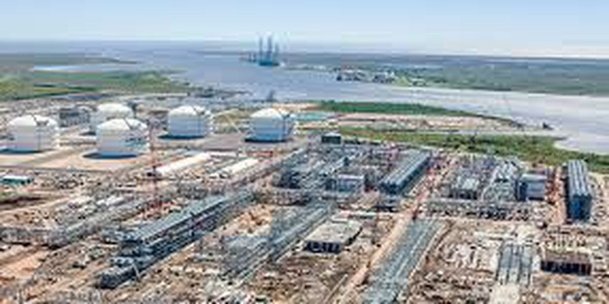 Two storage tanks at Sabine Pass LNG shut down due to leaks