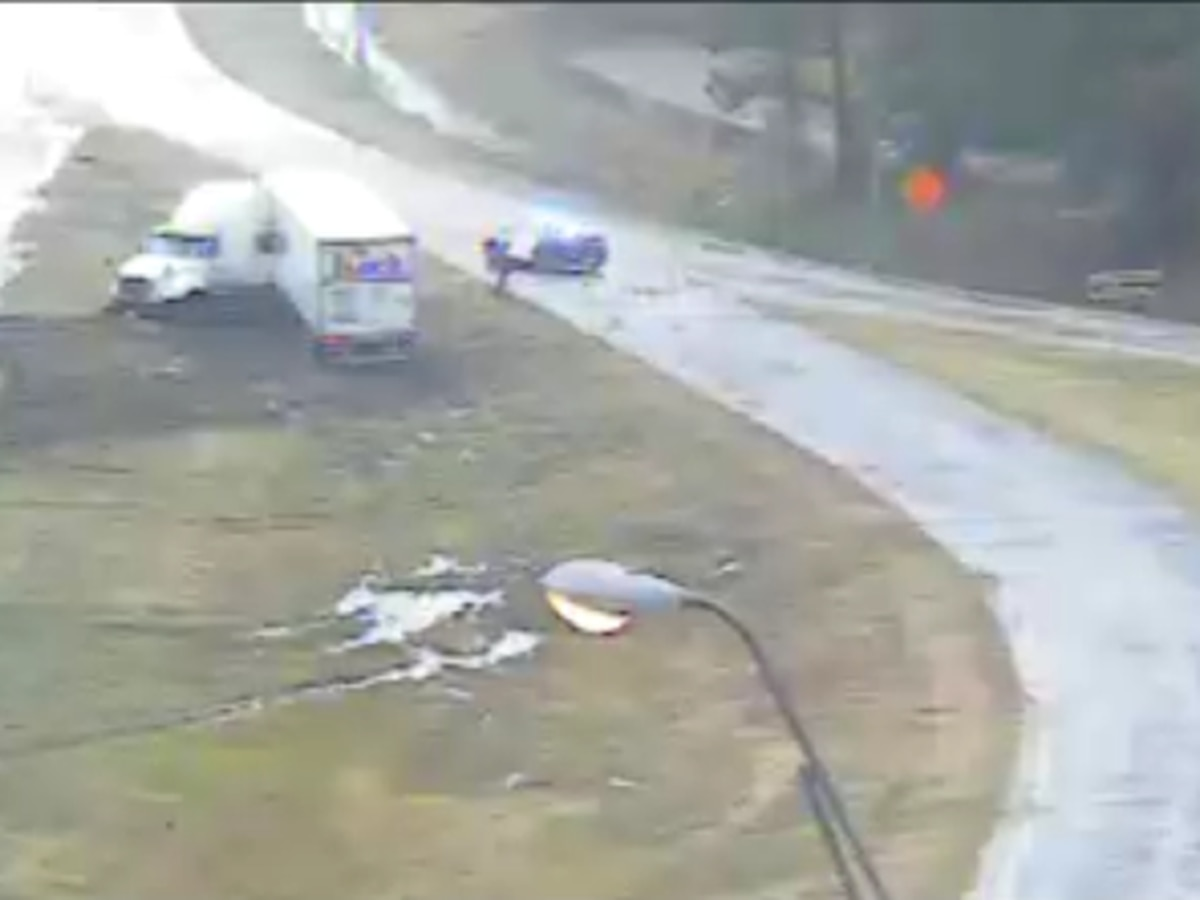 I-10 WB: 18-wheeler runs off the roadway into median near U.S. 171, jack-knifed