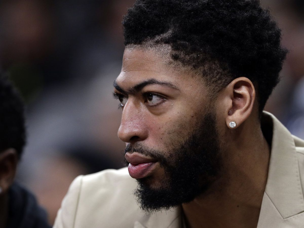 Anthony Davis back after trade talk, and fans couldn't be happier
