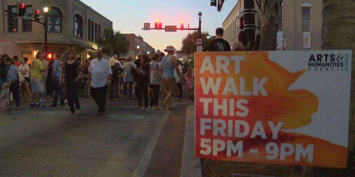 Art lovers come out to enjoy annual Spring Art Walk