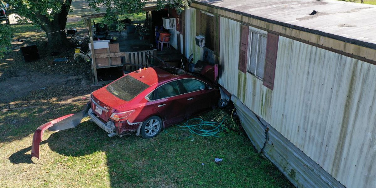 Car crashes into Carlyss mobile home following police pursuit