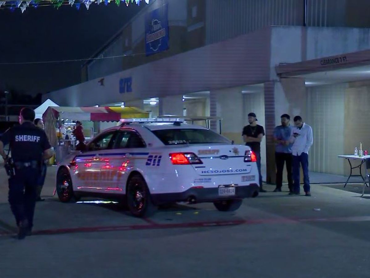 1 shot, 6 others hit by ricochet when gun goes off at Houston flea market