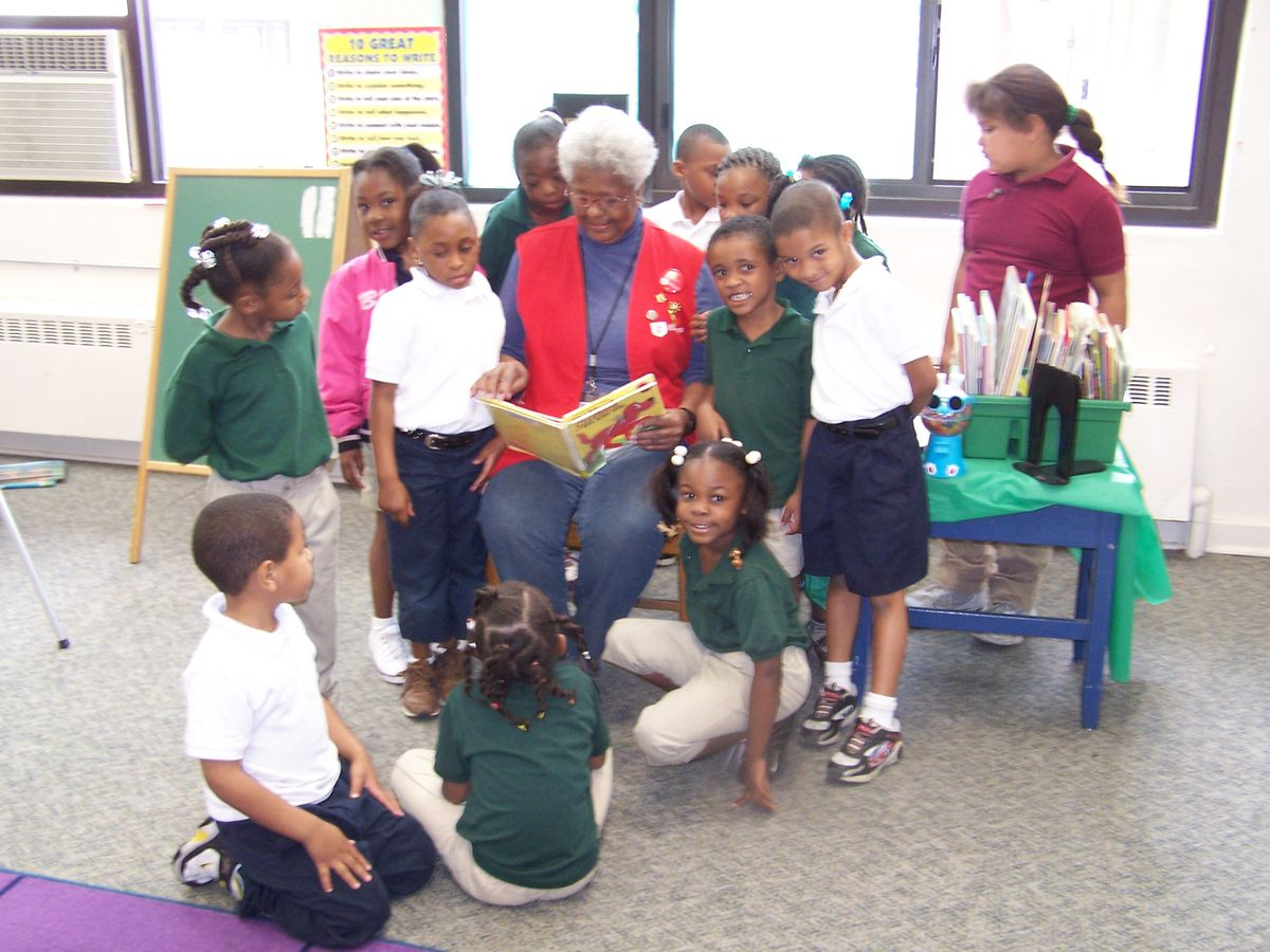 Foster grandparents program helps local children in school