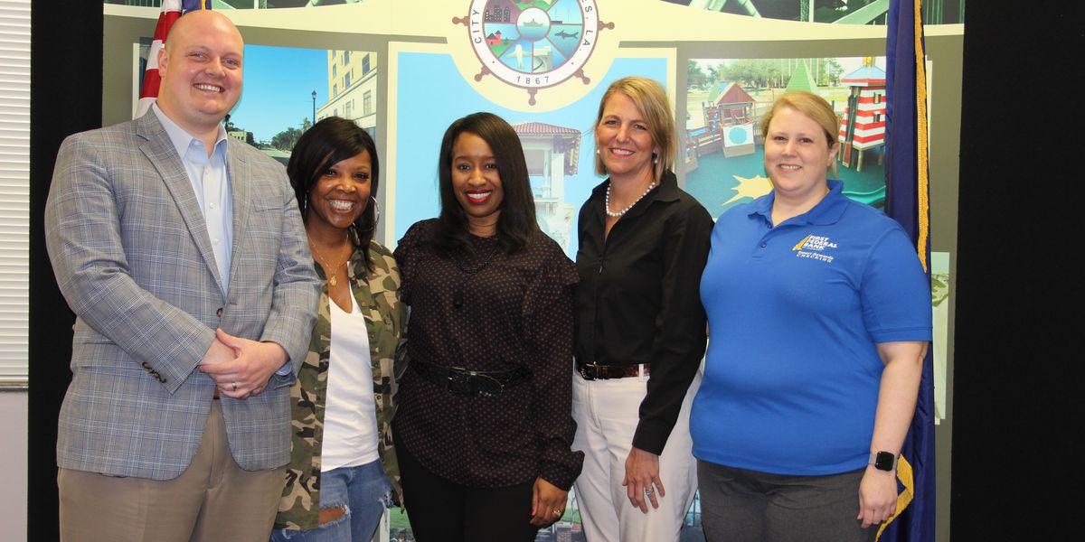Mayor Nic Hunter announces winners of Mentorship Award