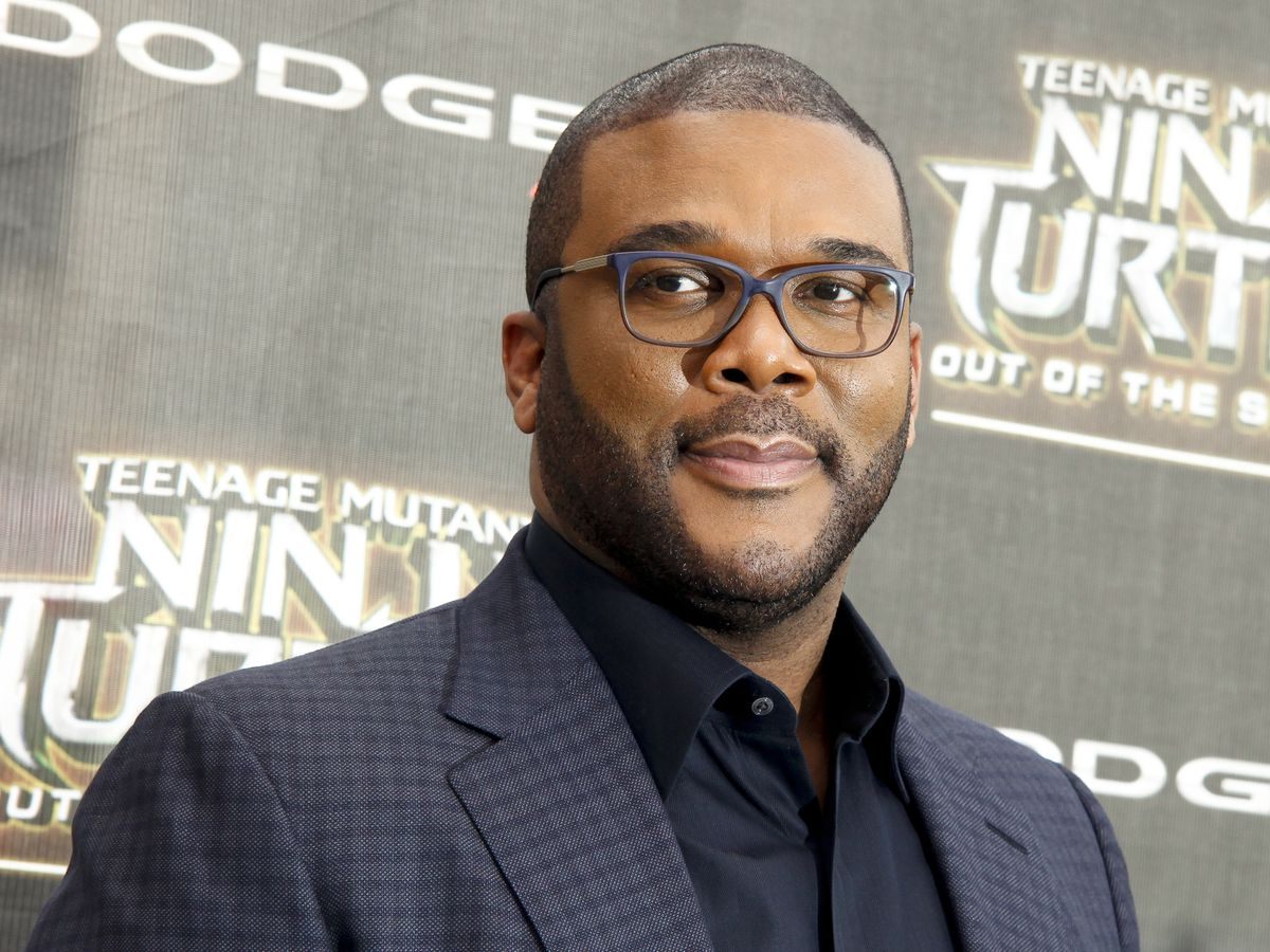 Cars line up for miles for Tyler Perry Atlanta food giveaway