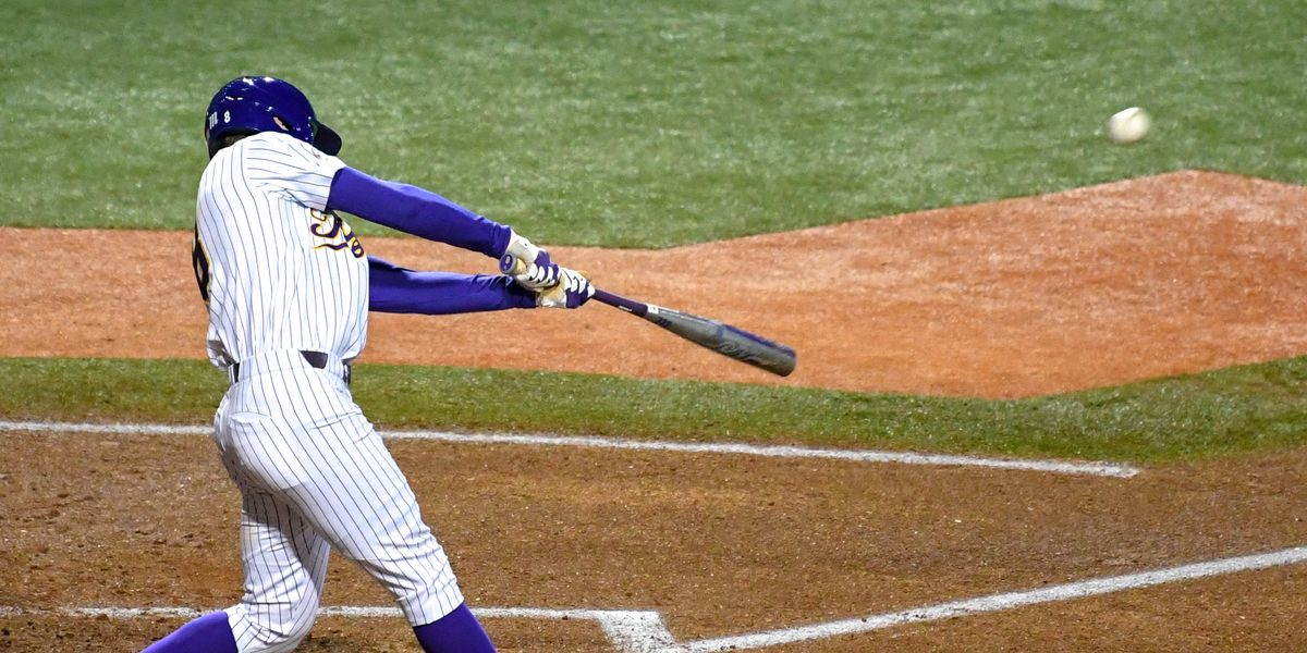 No. 9 LSU baseball bounces back with 9-2 win over Holy Cross