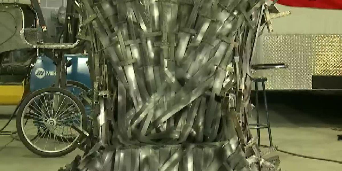 Welder makes his wife Iron Throne for wedding